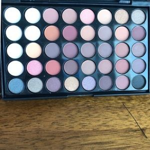 Eye Shadow & Brushes Makeup - Makeup Brushes & Colour Pallet